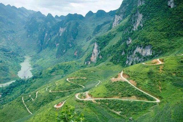 Hà Giang hoang sơ nhưng đầy thơ mộng: Chinh phục dốc Bắc Sum hiểm trở, ngắm dòng Nho Quế xanh mướt giữa núi đá, hẻm Tu Sản ôm mây - Ảnh 13.