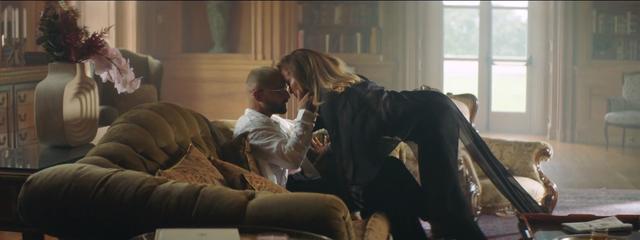 Jennifer Lopez diện thiết kế xuyên thấu của nhà mốt Công Trí  - Ảnh 2.