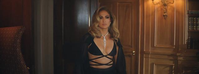Jennifer Lopez diện thiết kế xuyên thấu của nhà mốt Công Trí  - Ảnh 1.