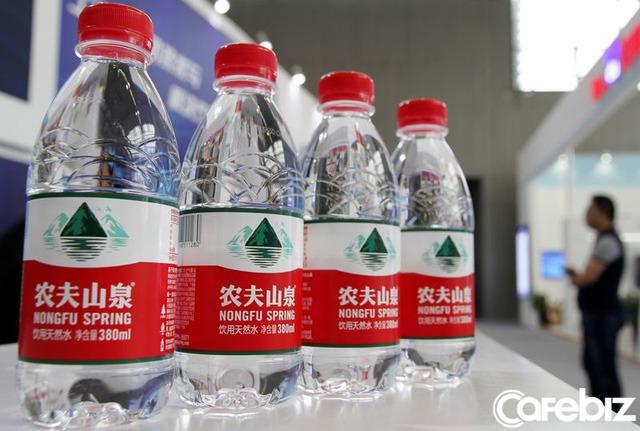 Zhong Shanshan: Từ thợ xây chưa tốt nghiệp cấp một đến tỷ phú giàu thứ 3 Trung Quốc nhờ nước đóng chai - Ảnh 1.