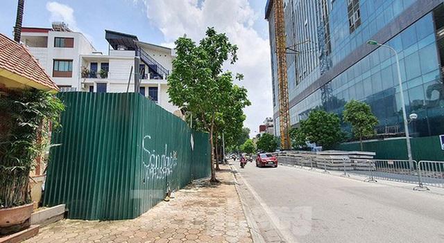 Nhà riêng lẻ 4 tầng hầm ở Hà Nội gây xôn xao từng bị xử phạt 2 lần - Ảnh 1.