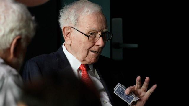 Warrent Buffett và khoản chi 300.000 USD để cắt tóc - Ảnh 1.