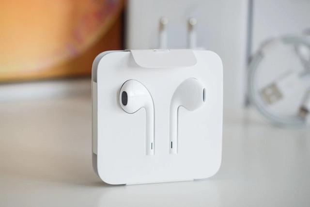 iOS 14.2 xác nhận iPhone 12 sẽ không được bán kèm tai nghe EarPods - Ảnh 1.