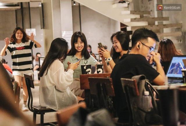 Nhiều quán cafe thâu đêm ở Sài Gòn chật kín khách: Sức chi tiêu của người Việt về đêm đâu kém du khách quốc tế! - Ảnh 11.