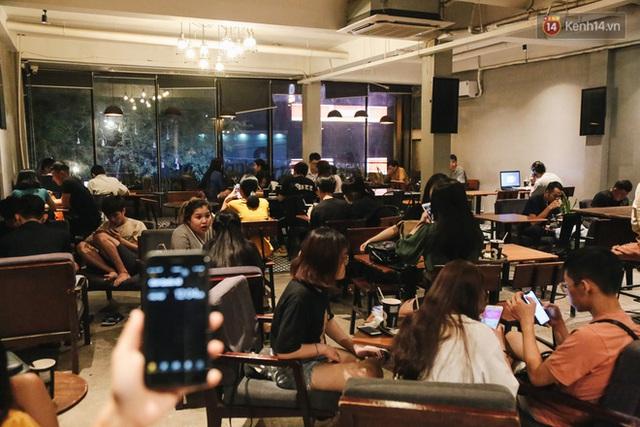 Nhiều quán cafe thâu đêm ở Sài Gòn chật kín khách: Sức chi tiêu của người Việt về đêm đâu kém du khách quốc tế! - Ảnh 8.