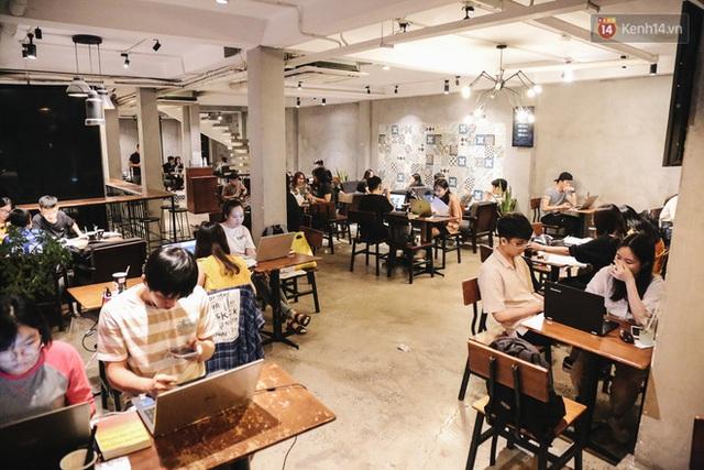 Nhiều quán cafe thâu đêm ở Sài Gòn chật kín khách: Sức chi tiêu của người Việt về đêm đâu kém du khách quốc tế! - Ảnh 9.