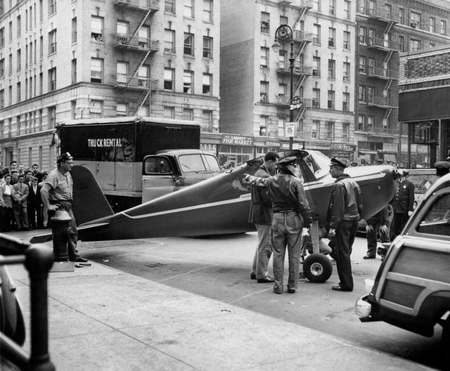 Vụ cá cược khiến nước Mỹ ngỡ ngàng: Gã đàn ông say khướt đi cướp máy bay để bay ra giữa phố tận 2 lần vì chẳng ai tin lời mình - Ảnh 2.
