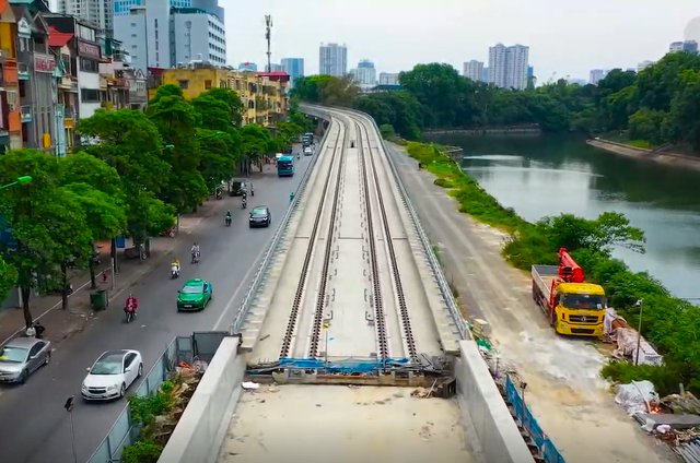 Flycam: Toàn cảnh tuyến đường sắt trên cao Nhổn - ga Hà Nội sắp đi vào hoạt động - Ảnh 4.