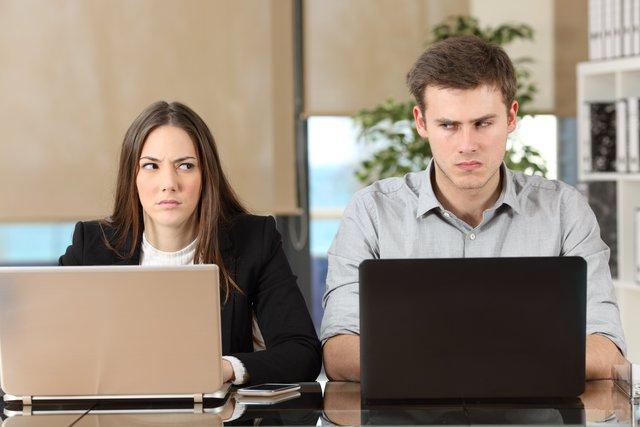 Những kiểu đồng nghiệp bạn không nên kết giao chốn công sở - Ảnh 1.