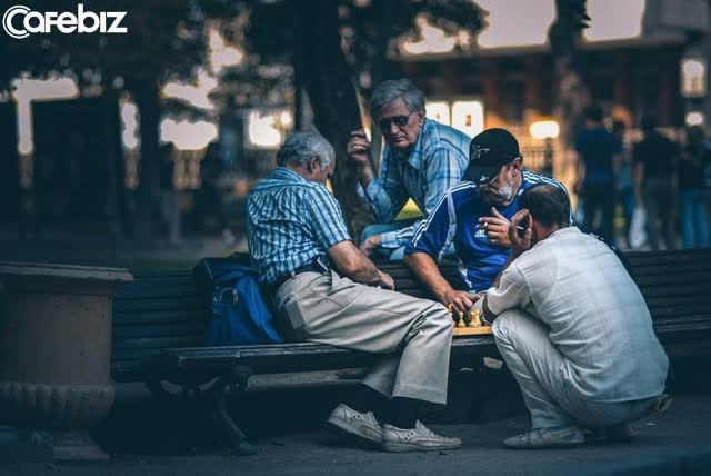 5 bài học người khôn ngoan luôn giữ kín như bưng giúp cuộc sống thuận lợi: Ngay điều đầu tiên, rất nhiều người đua nhau phạm phải...  - Ảnh 1.