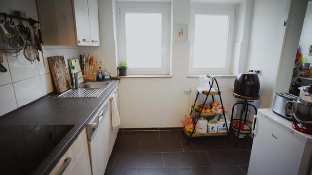 Trầm trồ căn bếp của mẹ bỉm sữa 9X Việt ở Đức: Tự cưa gỗ, đóng đinh, sơn, vẽ toàn bộ, chi phí chỉ 10 triệu đồng - Ảnh 7.