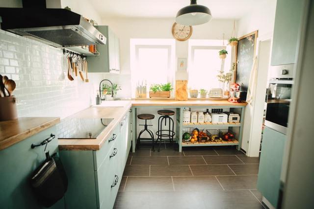 Trầm trồ căn bếp của mẹ bỉm sữa 9X Việt ở Đức: Tự cưa gỗ, đóng đinh, sơn, vẽ toàn bộ, chi phí chỉ 10 triệu đồng - Ảnh 8.