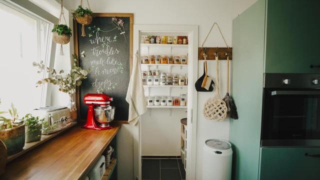 Trầm trồ căn bếp của mẹ bỉm sữa 9X Việt ở Đức: Tự cưa gỗ, đóng đinh, sơn, vẽ toàn bộ, chi phí chỉ 10 triệu đồng - Ảnh 11.