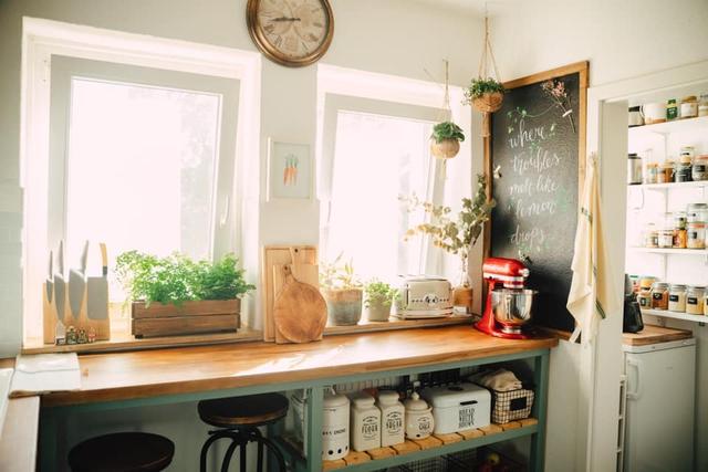 Trầm trồ căn bếp của mẹ bỉm sữa 9X Việt ở Đức: Tự cưa gỗ, đóng đinh, sơn, vẽ toàn bộ, chi phí chỉ 10 triệu đồng - Ảnh 10.