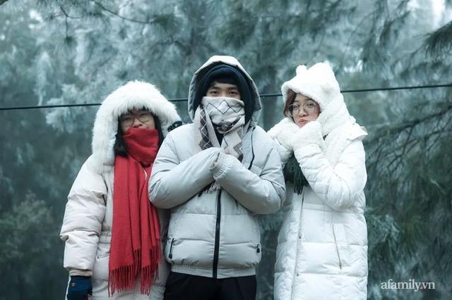 Những khoảnh khắc băng tuyết phủ trắng Y Tý - Sapa, hoa đào nở đóng băng đẹp như cổ tích là dịp vô cùng hiếm hoi để du lịch vào thời điểm này! - Ảnh 3.
