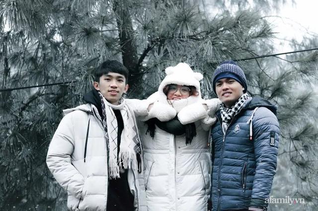Những khoảnh khắc băng tuyết phủ trắng Y Tý - Sapa, hoa đào nở đóng băng đẹp như cổ tích là dịp vô cùng hiếm hoi để du lịch vào thời điểm này! - Ảnh 4.