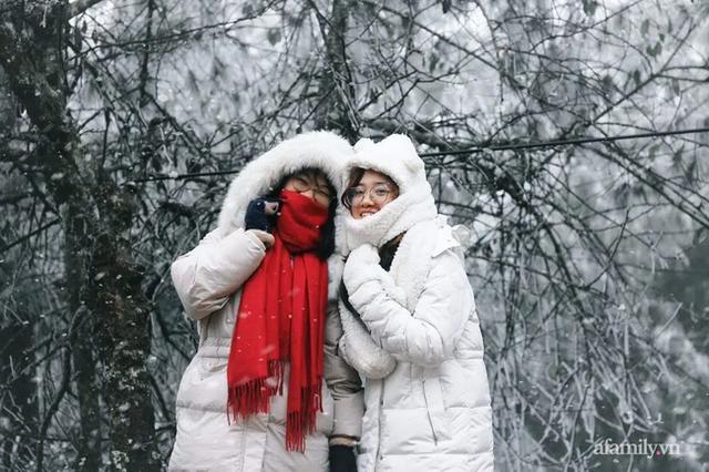 Những khoảnh khắc băng tuyết phủ trắng Y Tý - Sapa, hoa đào nở đóng băng đẹp như cổ tích là dịp vô cùng hiếm hoi để du lịch vào thời điểm này! - Ảnh 5.