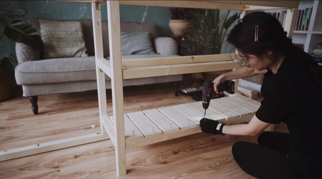 Trầm trồ căn bếp của mẹ bỉm sữa 9X Việt ở Đức: Tự cưa gỗ, đóng đinh, sơn, vẽ toàn bộ, chi phí chỉ 10 triệu đồng - Ảnh 5.