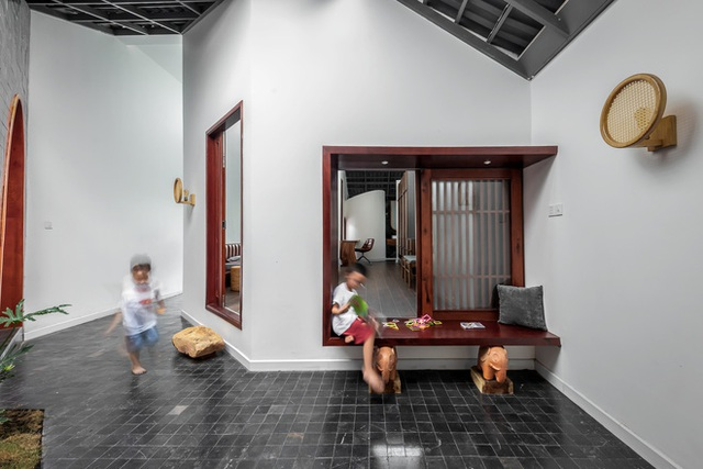 Lạ lẫm với căn nhà dài, hẹp với 3 giếng trời tại Sóc Trăng - Ảnh 10.