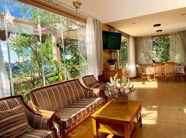 Rời Sài Gòn, cặp vợ chồng lên Đà Lạt xây ngôi nhà hướng mặt ra thung lũng, nhìn vườn hoa đào đẹp như cổ tích mà mê mệt - Ảnh 14.