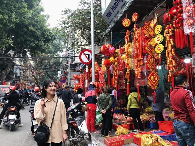 Đến hẹn lại lên, người dân chen chân ở phố Hàng Mã sắm Tết - Ảnh 11.