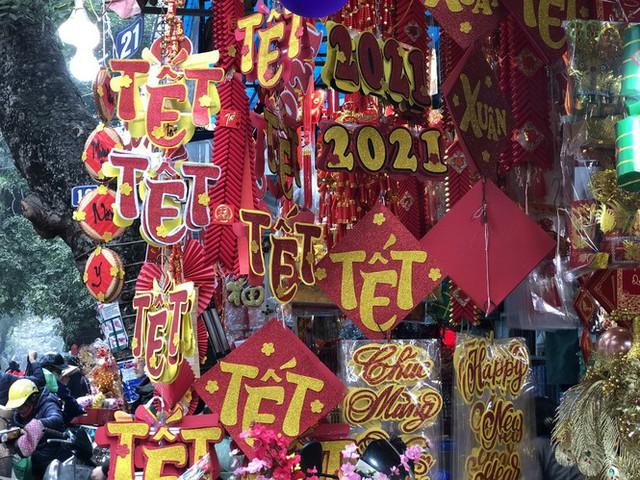 Đến hẹn lại lên, người dân chen chân ở phố Hàng Mã sắm Tết - Ảnh 8.
