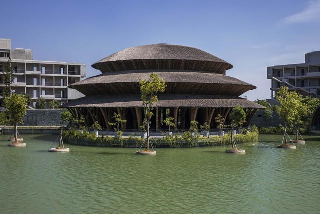 Kiến trúc choáng ngợp của nhà hàng tại rừng Cúc Phương: 100% bằng tre, mái vòm nguy nga như lâu đài - Ảnh 1.