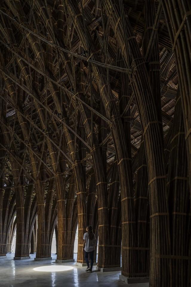 Kiến trúc choáng ngợp của nhà hàng tại rừng Cúc Phương: 100% bằng tre, mái vòm nguy nga như lâu đài - Ảnh 6.