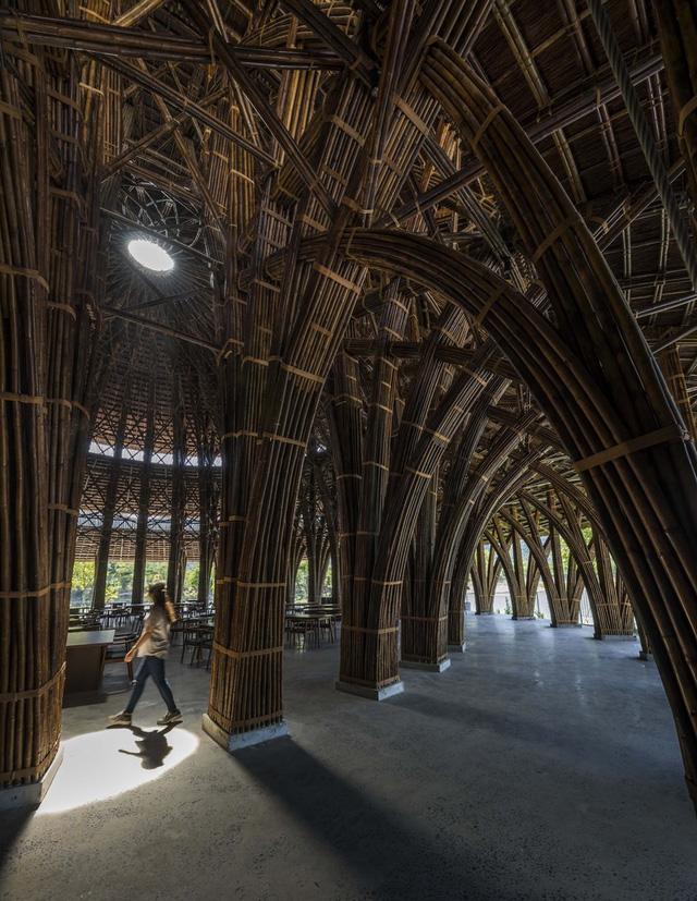 Kiến trúc choáng ngợp của nhà hàng tại rừng Cúc Phương: 100% bằng tre, mái vòm nguy nga như lâu đài - Ảnh 4.
