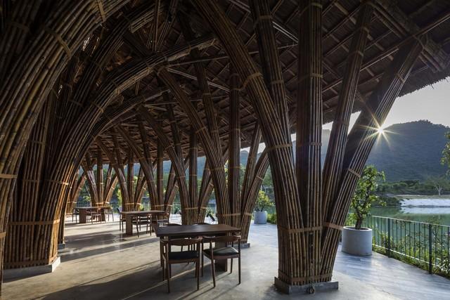 Kiến trúc choáng ngợp của nhà hàng tại rừng Cúc Phương: 100% bằng tre, mái vòm nguy nga như lâu đài - Ảnh 5.