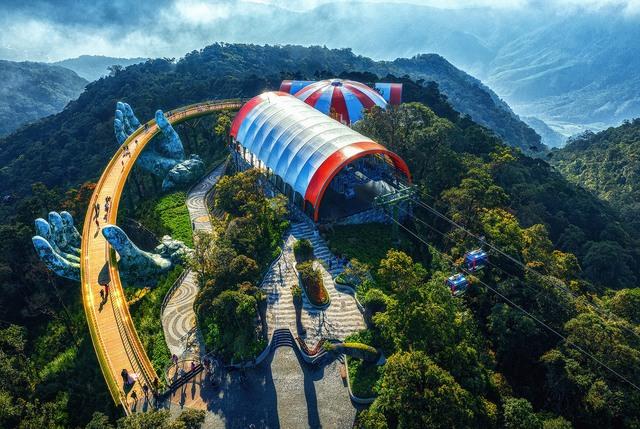 """Ái Thủy - nữ kiến trúc sư tạo nên cây Cầu Vàng """"made in Vietnam"""" làm kinh ngạc khắp thế giới và lần đầu nghe kể về ý nghĩa thật sự của đôi bàn tay khổng lồ - Ảnh 3."""