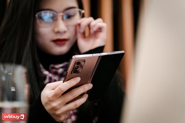 Hào hứng dùng điện thoại đắt nhất của Samsung, sau 2 tuần người phụ nữ này rút ra bài học kinh nghiệm ai cũng nên biết - Ảnh 1.