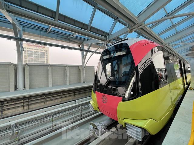 Nội thất hiện đại của tàu tuyến metro Nhổn - ga Hà Nội - Ảnh 1.