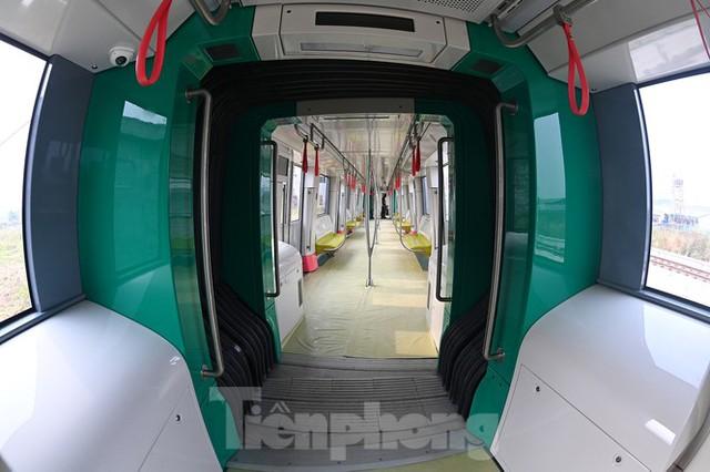 Nội thất hiện đại của tàu tuyến metro Nhổn - ga Hà Nội - Ảnh 4.