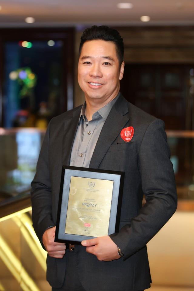 John Lê - founder Propzy: Việt kiều Mỹ về Việt Nam startup môi giới nhà đất 5 sao ở thị trường thứ cấp, tham vọng phục vụ người Việt từ khi ra ở riêng tới hết cuộc đời - Ảnh 3.