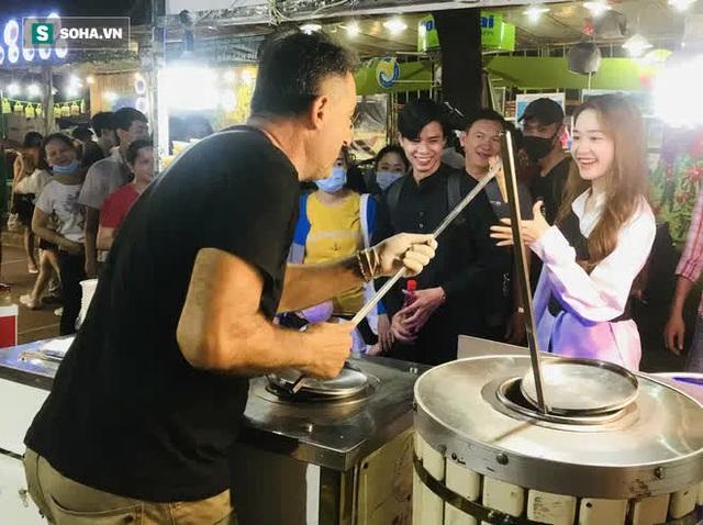 Chán Dubai buồn tẻ, người đàn ông nước ngoài đến Việt Nam bán kem vỉa hè - Ảnh 3.