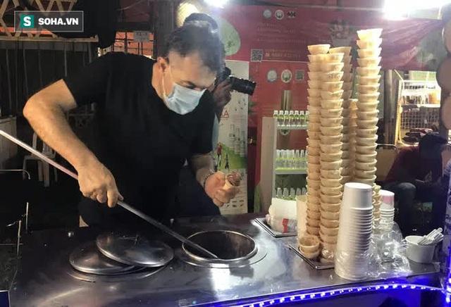 Chán Dubai buồn tẻ, người đàn ông nước ngoài đến Việt Nam bán kem vỉa hè - Ảnh 4.