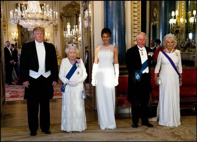 Gu tặng quà đắt tiền của Cựu Tổng thống Trump cho các lãnh đạo thế giới và việc phải tự bỏ tiền túi ra mua quà của mình - Ảnh 1.