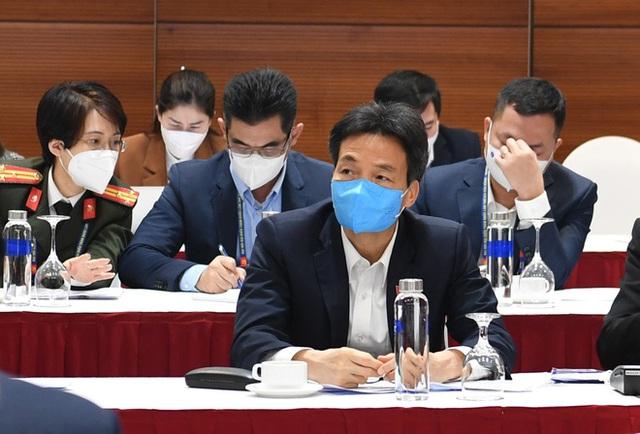 Thủ tướng triệu tập cuộc họp khẩn về Covid-19 tại nơi tổ chức Đại hội Đảng - Ảnh 2.
