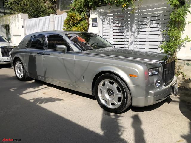 Dàn xe hơn 100 tỷ phục vụ đám cưới thiếu gia Phan Thành: Đủ loại Rolls-Royce, Maybach, Lexus đậu kín ngõ nhà cô dâu - Ảnh 5.