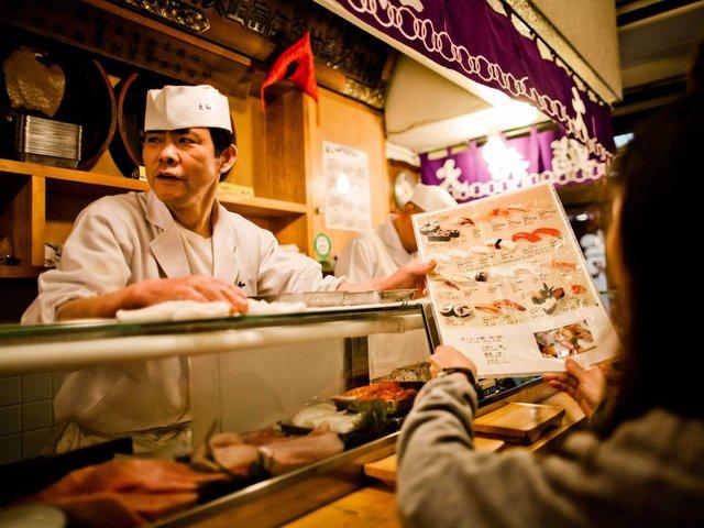 Chúng tôi tiếp tục - Bài học từ tiệm bánh mochi Nhật hơn 1.000 năm tuổi dành cho bất cứ doanh chủ nào đang muốn buông xuôi vì Covid-19 - Ảnh 1.