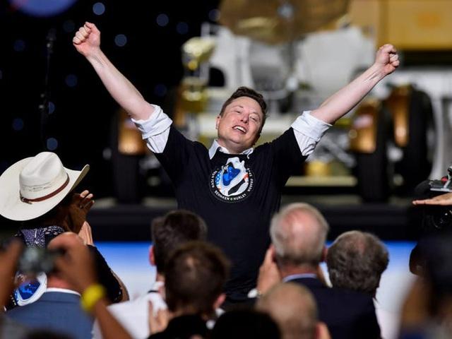 Elon Musk: Từ một đứa trẻ bị bắt nạt, nguồn cảm hứng cho Iron man, đến người giàu nhất hành tinh - Ảnh 32.