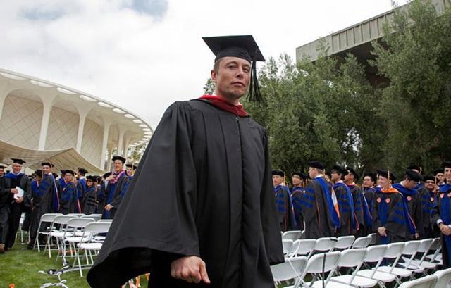 Elon Musk: Từ một đứa trẻ bị bắt nạt, nguồn cảm hứng cho Iron man, đến người giàu nhất hành tinh - Ảnh 7.