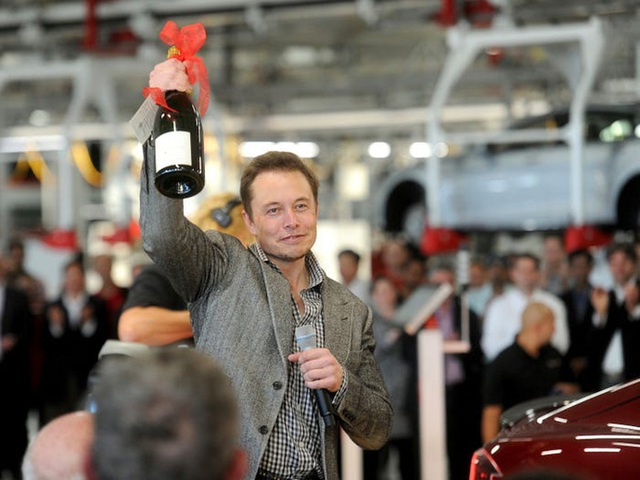 Elon Musk: Từ một đứa trẻ bị bắt nạt, nguồn cảm hứng cho Iron man, đến người giàu nhất hành tinh - Ảnh 10.