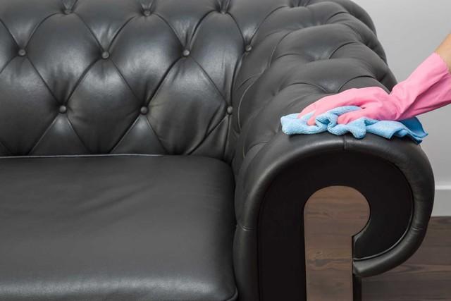 Mách bạn cách vệ sinh sofa da đúng cách, hạn chế tình trạng bong tróc nổ như nhà ông Khang trong Hương vị tình thân - Ảnh 2.