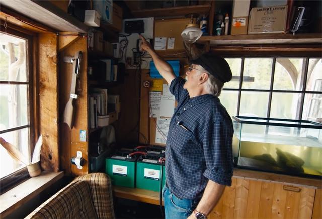 Ông lão mua một căn nhà rộng 70m2 trên mặt nước, sống nhàn nhã một mình hơn 30 năm: Không bị vật chất bó buộc , thế giới tinh thần trở nên phong phú hơn! - Ảnh 40.