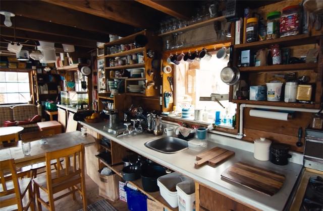 Ông lão mua một căn nhà rộng 70m2 trên mặt nước, sống nhàn nhã một mình hơn 30 năm: Không bị vật chất bó buộc , thế giới tinh thần trở nên phong phú hơn! - Ảnh 19.