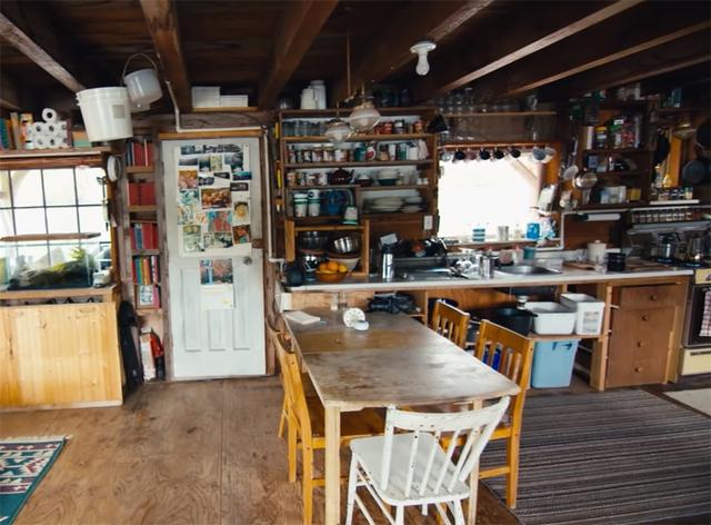 Ông lão mua một căn nhà rộng 70m2 trên mặt nước, sống nhàn nhã một mình hơn 30 năm: Không bị vật chất bó buộc , thế giới tinh thần trở nên phong phú hơn! - Ảnh 15.