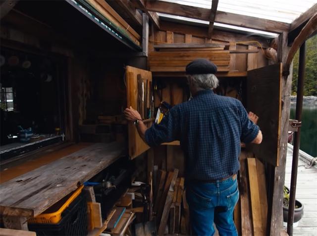 Ông lão mua một căn nhà rộng 70m2 trên mặt nước, sống nhàn nhã một mình hơn 30 năm: Không bị vật chất bó buộc , thế giới tinh thần trở nên phong phú hơn! - Ảnh 34.