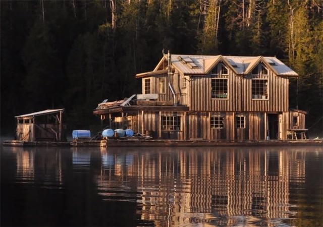Ông lão mua một căn nhà rộng 70m2 trên mặt nước, sống nhàn nhã một mình hơn 30 năm: Không bị vật chất bó buộc , thế giới tinh thần trở nên phong phú hơn! - Ảnh 5.